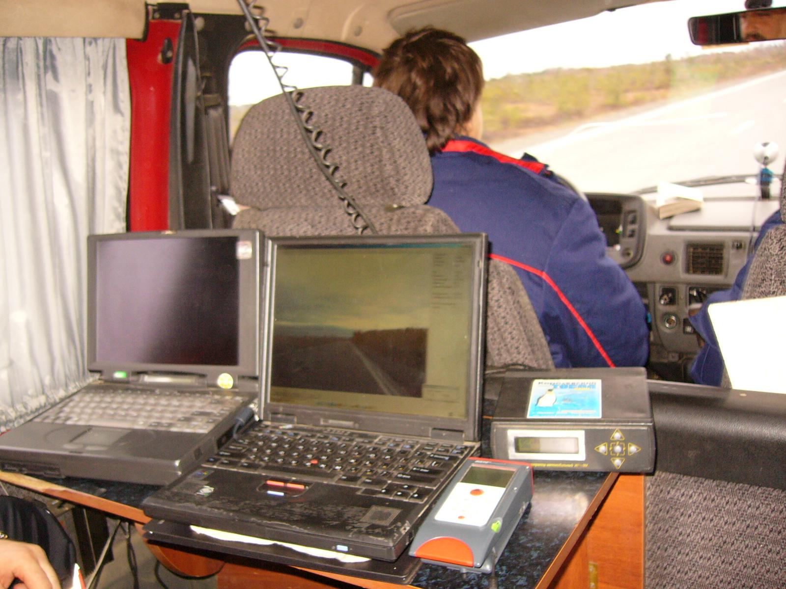 Паспортизация дорог Новосибирской иТомской областей, 2005г. Зарулём дорожной лаборатории А.Г.Зюзьков