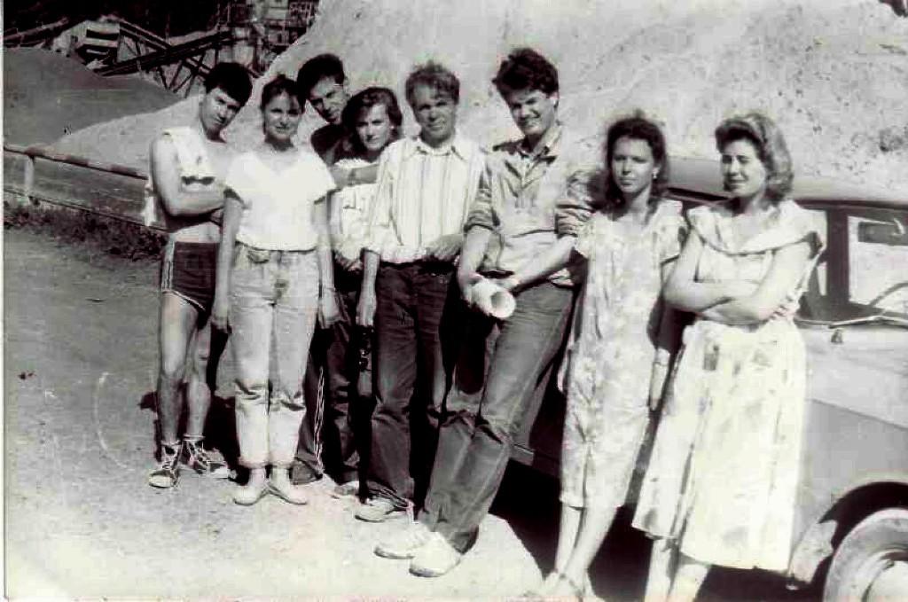Студенты ТГАСУ нагеодезической практике впос.Халдеево, Томская область, 1992г.